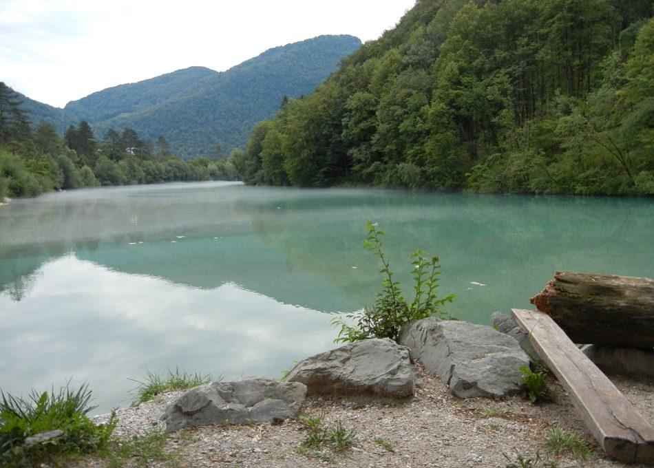 Slowenien – das blaue Wasser der Soča bei Tolmin ist faszinierend